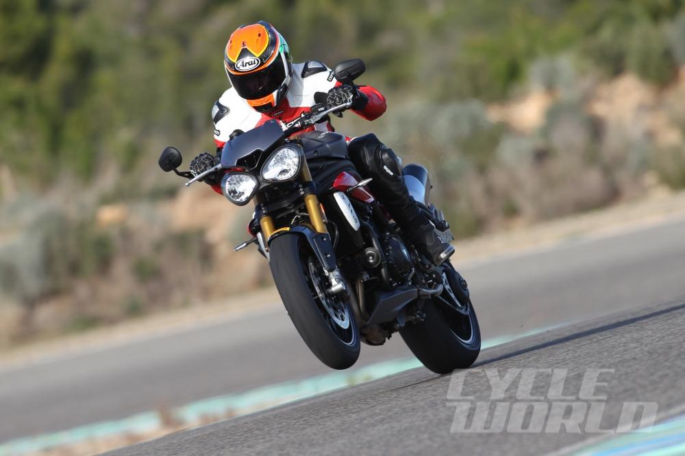 Cận cảnh moto triumph speed triple r 2016 - 17