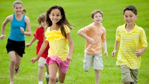 Trẻ vận động nhiều sẽ thông minh - 1