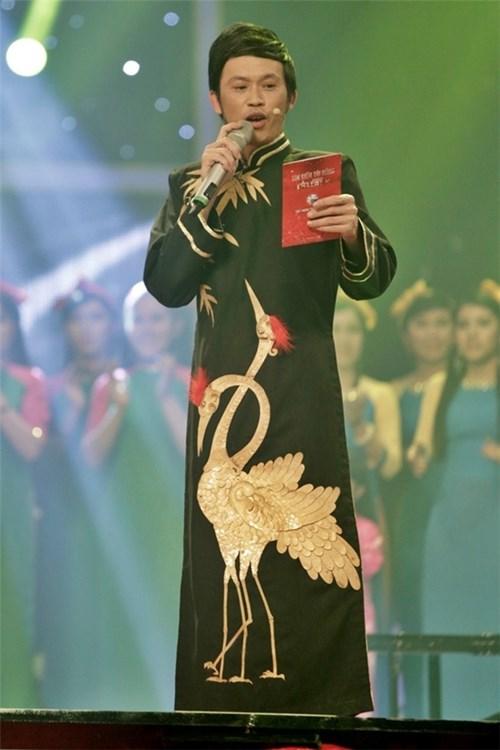 Diện áo dài họa tiết đẹp noo phước thịnh sơn tùng - 12