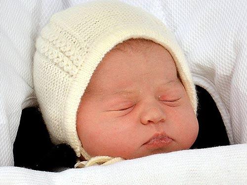 5 ngày tuổi tiểu công chúa anh có những biểu hiện thông minh - 2