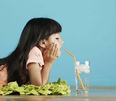 Ăn kem uống nước lạnh trị viêm họng - 1