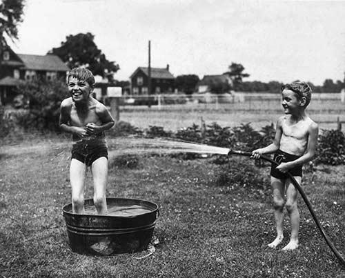 Bộ ảnh cổ tuyệt đẹp về mùa hè của trẻ khi chưa có internet - 11