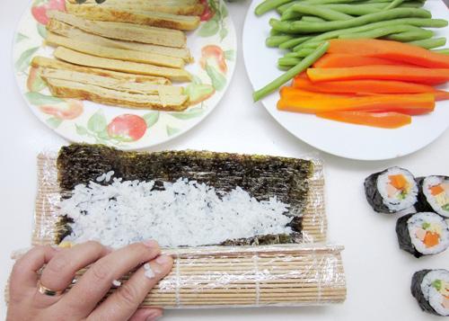 Cách làm cơm cuộn đơn giản - 5