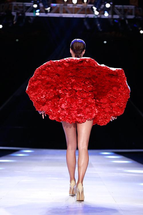 Hoa bướm rập rờn trên sàn diễn thời trang việt - 19