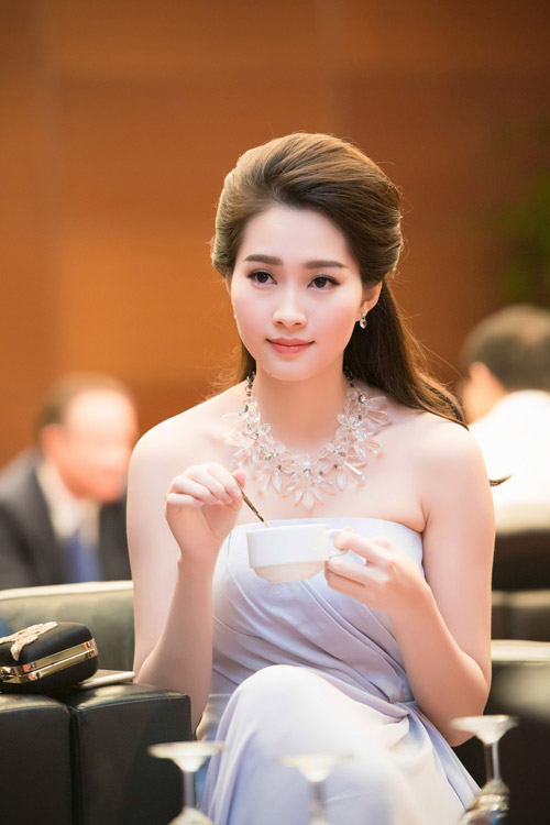 Hoa hậu đặng thu thảo xinh như tiên nữ giáng trần - 1