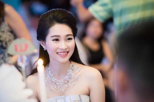 Hoa hậu đặng thu thảo xinh như tiên nữ giáng trần - 6