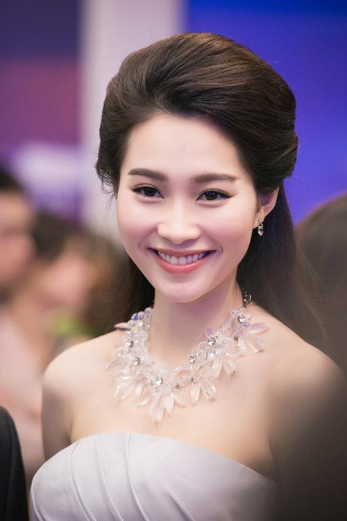 Hoa hậu đặng thu thảo xinh như tiên nữ giáng trần