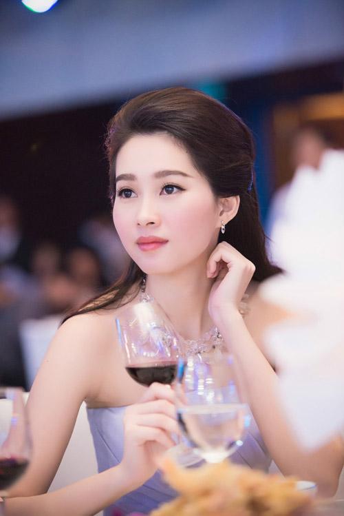 Hoa hậu đặng thu thảo xinh như tiên nữ giáng trần - 13