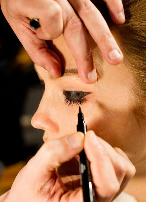 Kiểu trang điểm giúp đôi mắt to tròn hơn - 2