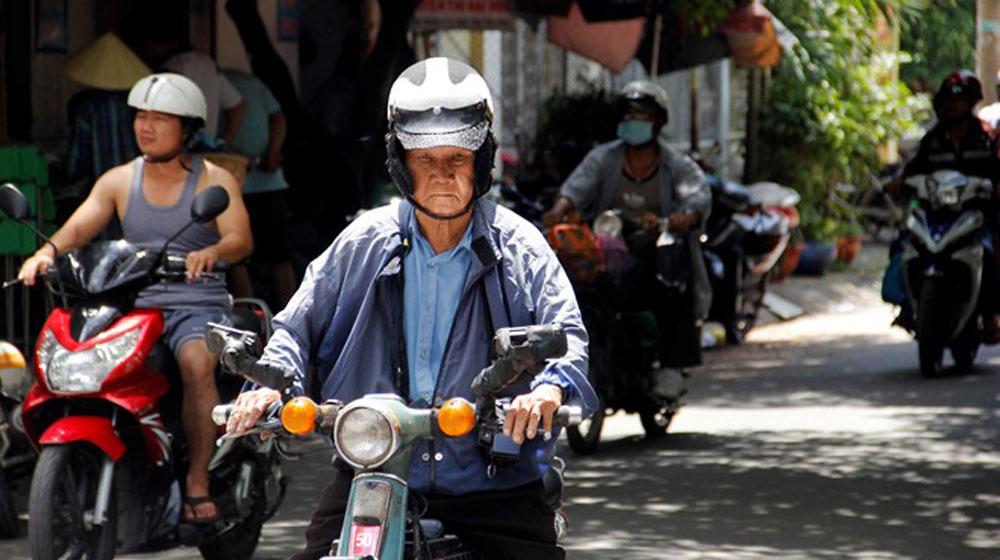 Người cao tuổi có được phép điều khiển xe máy - 1