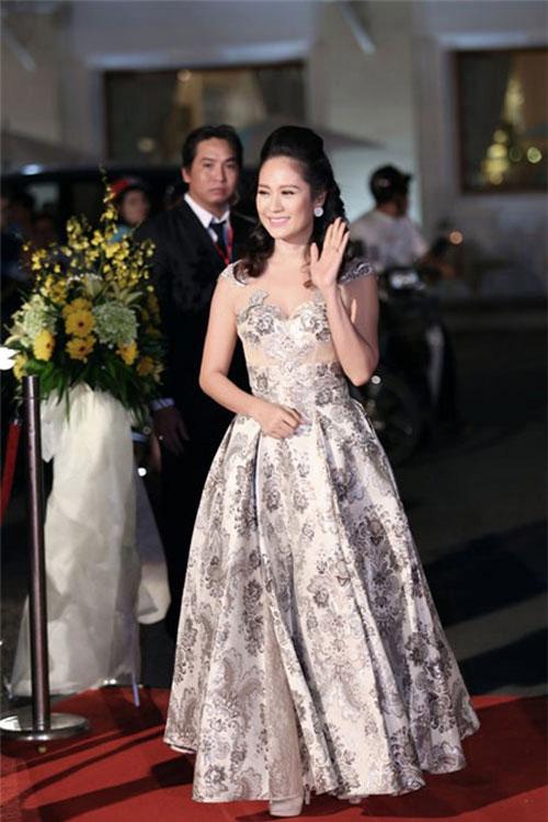 Người đẹp việt bỗng lùn tịt vì mốt váy phồng - 10
