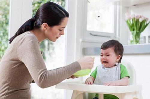 Trẻ biếng ăn là nhờ mẹ dại - 1