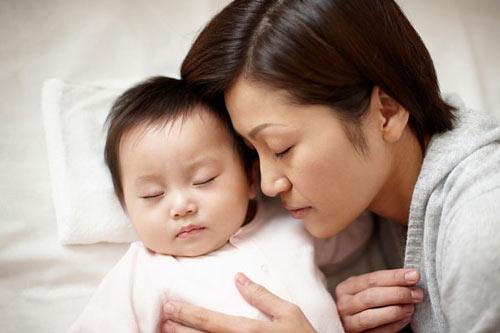 6 lí do tôi không tách con ngủ riêng khỏi bố mẹ - 1