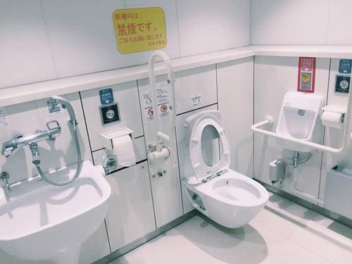 Bài học dạy con từ toilet thức tỉnh hàng ngàn cha mẹ việt