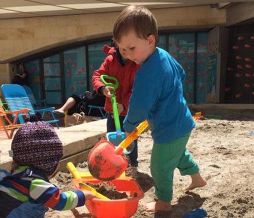 Bé 5 tuổi đào hầm trốn thoát khỏi trường mẫu giáo