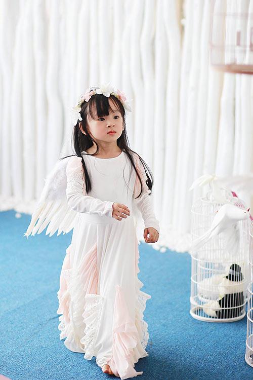 Bé gái sài gòn sở hữu tủ quần áo hàng trăm món tuyệt đẹp - 5