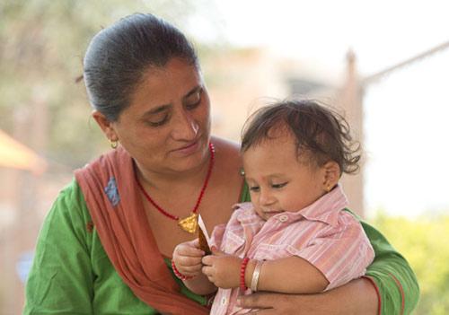 Bé sơ sinh bị chôn vùi trong động đất nepal lớn bổng sau 1 năm - 5