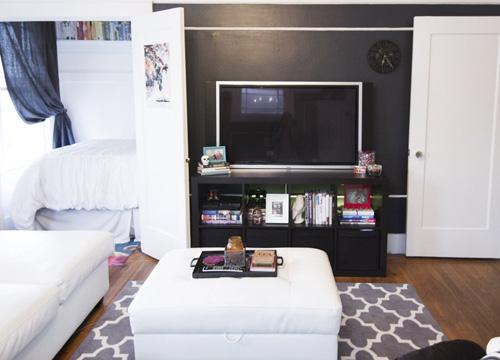 Căn hộ 40 m2 nhiều đồ đạc nhưng vẫn gọn gàng