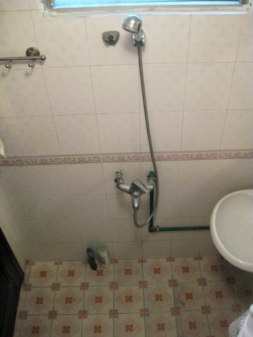 Chàng úc choáng với nhà vệ sinh kiểu việt nam - 5