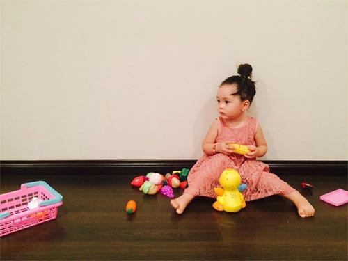Con gái đoan trang xinh xắn đón sinh nhật 2 tuổi - 4