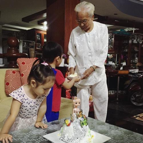 Con gái lý hải - minh hà cười khoái chí đón tuổi lên 3