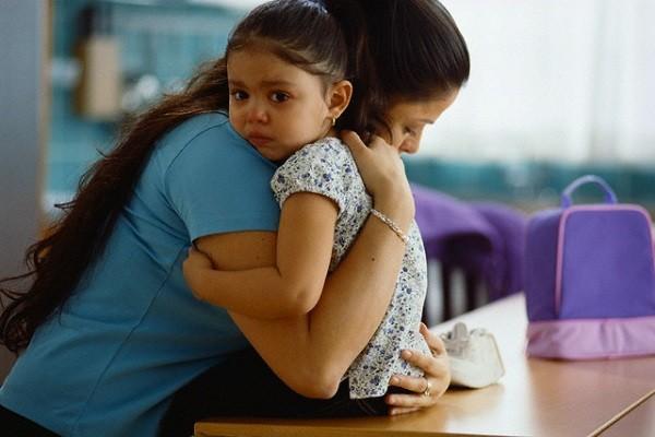 Con sốt tổn thương não vì những sai lầm sau của cha mẹ - 1