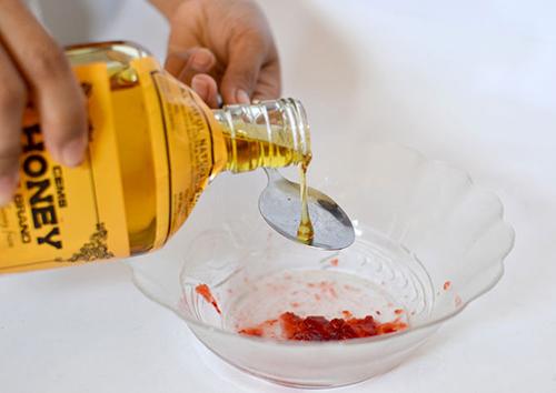 Da sạch mịn với mặt nạ dâu tây - 4