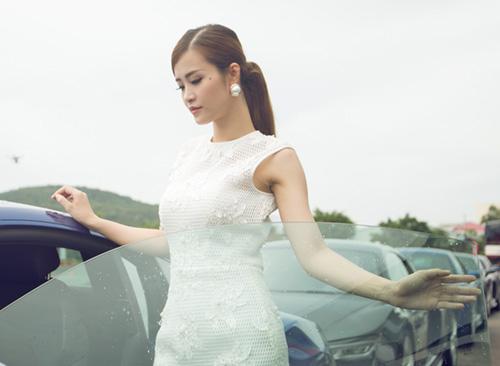 Hoa hậu thu thảo kín đáo vẫn gợi cảm hút hồn - 4
