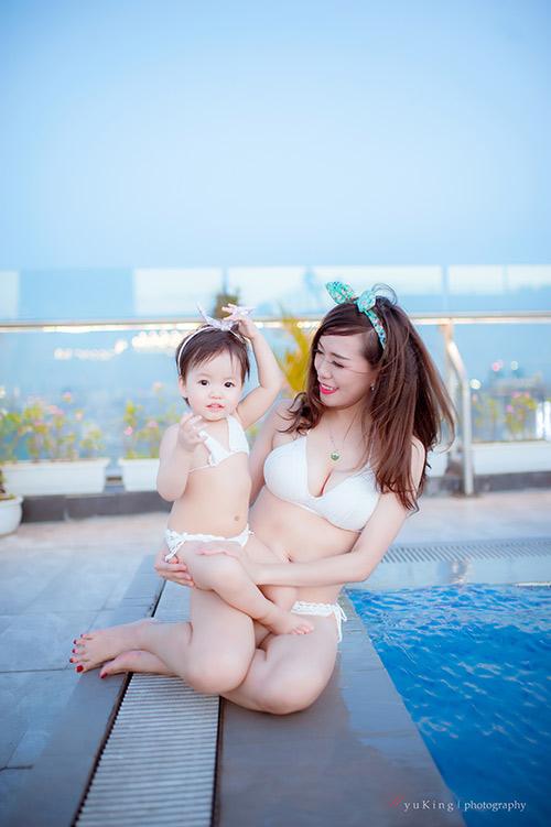 Hotgirl 9x diện bikini đôi cùng con gái khoe eo 60cm bé xíu - 8
