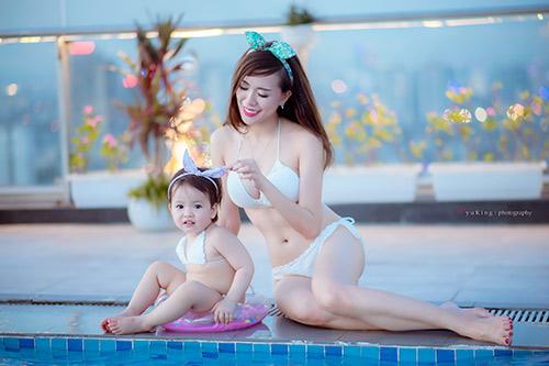 Hotgirl 9x diện bikini đôi cùng con gái khoe eo 60cm bé xíu - 10