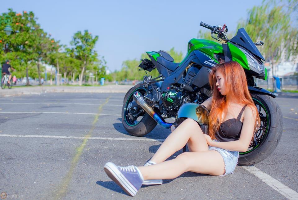Kawasaki z1000 hầm hố bên cạnh mẫu teen xinh đẹp - 3