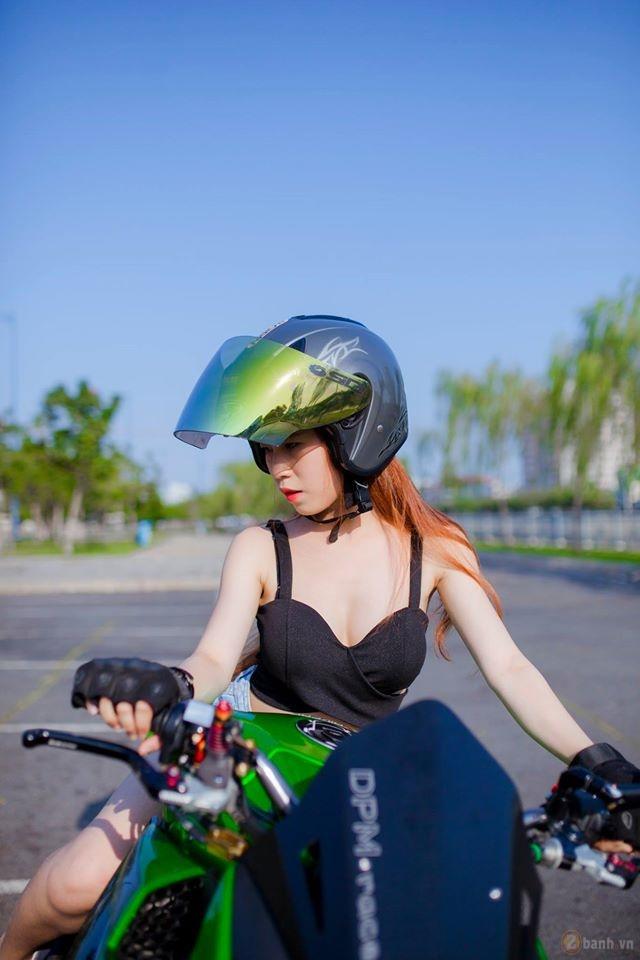 Kawasaki z1000 hầm hố bên cạnh mẫu teen xinh đẹp - 14