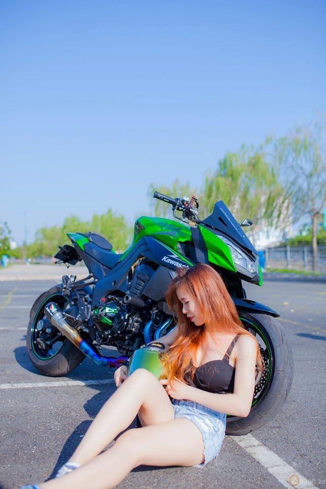 Kawasaki z1000 hầm hố bên cạnh mẫu teen xinh đẹp - 16
