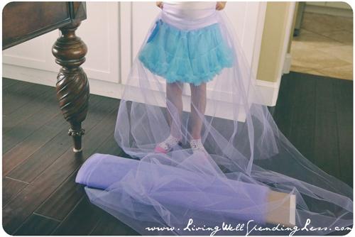 Làm váy công chúa cho con gái chỉ bằng màn tuyn - 2