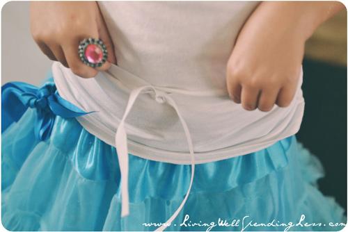 Làm váy công chúa cho con gái chỉ bằng màn tuyn - 4