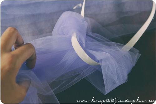 Làm váy công chúa cho con gái chỉ bằng màn tuyn - 5