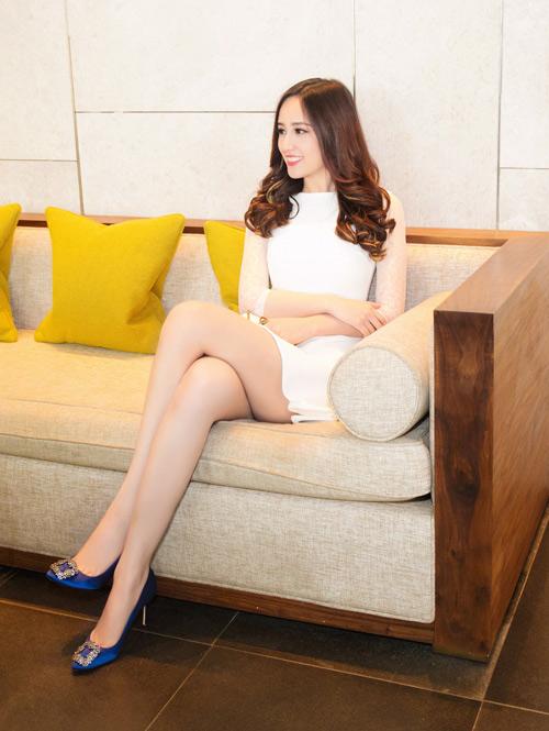 Mai phương thúy diện váy ngắn khoe chân dài miên man - 1