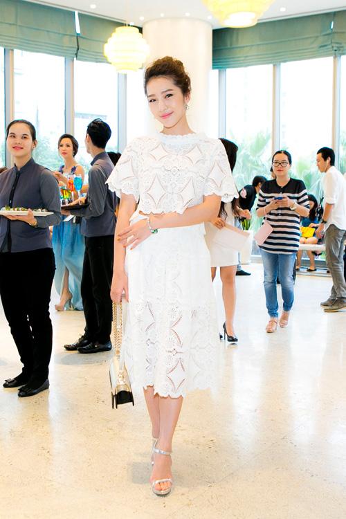 Mai phương thúy diện váy ngắn khoe chân dài miên man - 8