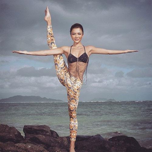 mát mắt với thân hình nóng bỏng của mỹ nhân yoga gốc á