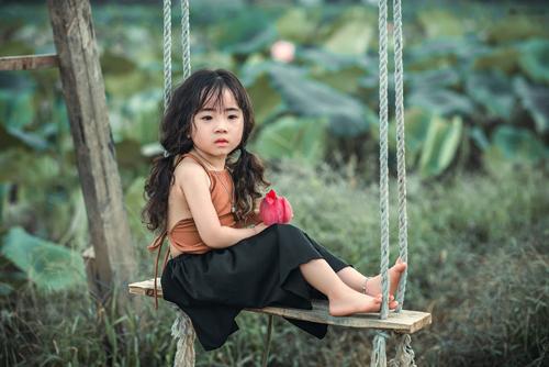 Mê mẩn bé gái hà nội 4 tuổi xinh như tiên nữ bên hồ sen - 2