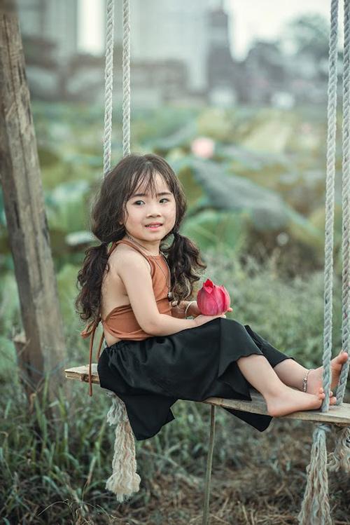 Mê mẩn bé gái hà nội 4 tuổi xinh như tiên nữ bên hồ sen - 3