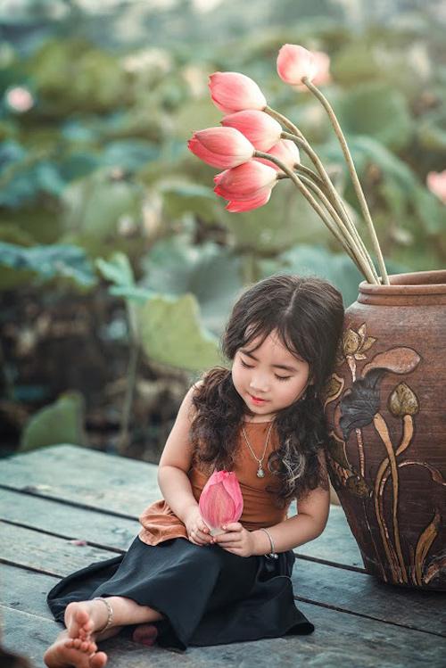 Mê mẩn bé gái hà nội 4 tuổi xinh như tiên nữ bên hồ sen - 6