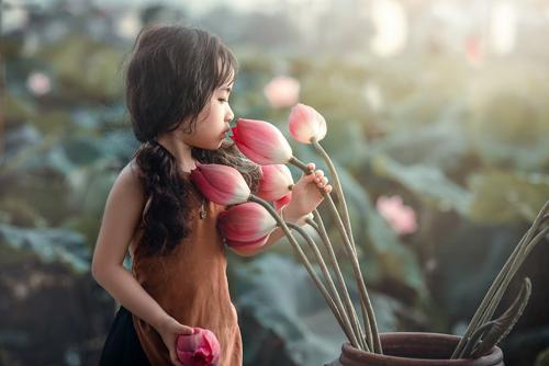 Mê mẩn bé gái hà nội 4 tuổi xinh như tiên nữ bên hồ sen - 11