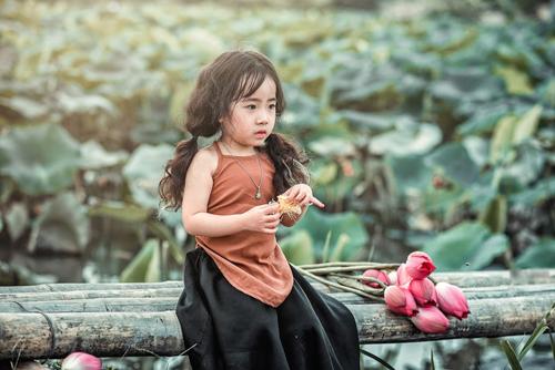 Mê mẩn bé gái hà nội 4 tuổi xinh như tiên nữ bên hồ sen - 15