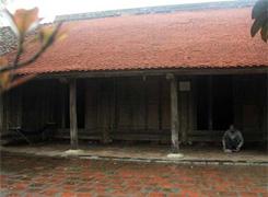 Ngôi nhà cổ 200 năm tuổi bên hồ tây