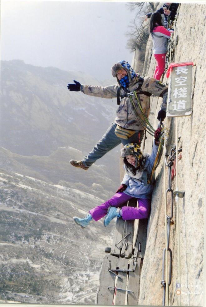 Nữ phượt thủ quyết tâm lên được đỉnh cao nhất của dãy hoa sơn - 2
