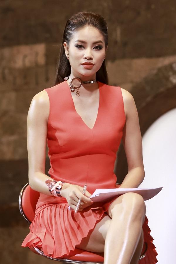 Soi hàng hiệu đắt đỏ của phạm hương tại the face vietnam - 2
