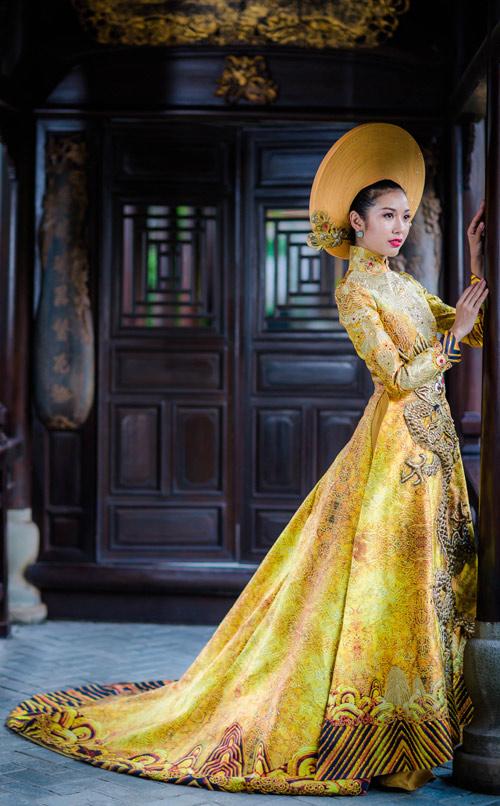 Váy hot nhất tuần áo dài đính rồng 1m2 của thúy vân - 3