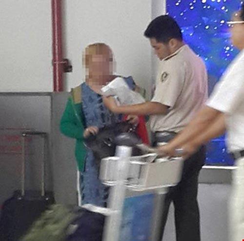 Xác minh tin bé gái bị bạo hành ở sân bay tân sơn nhất - 2