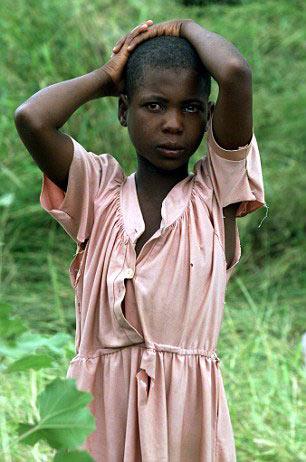 Xót xa những bé gái phải đi học làm vợ khi mới 8 tuổi - 1